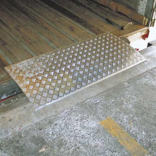 Pedana di carico rimovibile 2 tn 600 x 1500 mm for Rampe di carico per container