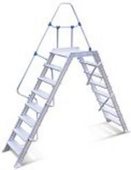 Scala passerella con piano ad un corrimano, 12 scalini, 60°.